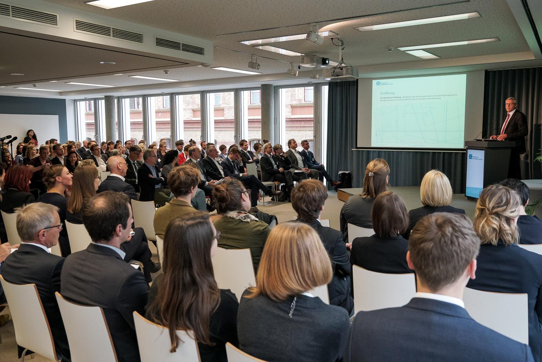 Jahrestagung und Mitgliederversammlung des Textilbündnisses in Berlin mit Ministerialdirigent Dr. Bernhard Felmberg